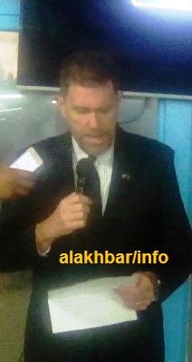 السفير الأمريكي أثناء حديثه مساء اليوم في مدينة نواذيبو/ تصوير الأخبار