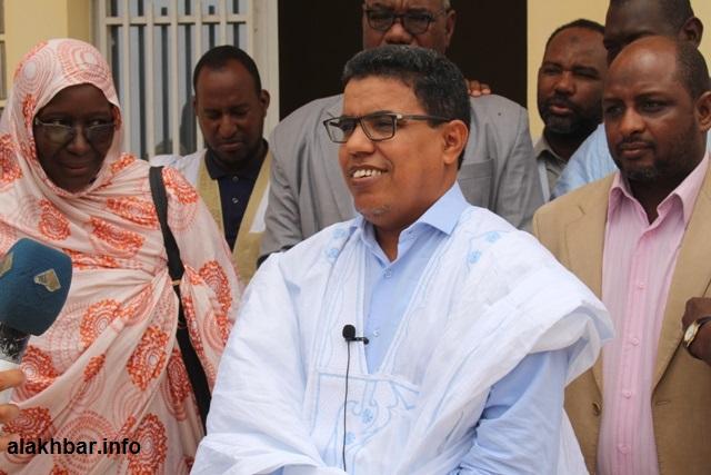 """الإعلامي والناشط الحقوقي أحمد ولد الوديعة خلال حديثه للإعلاميين من مقر منظمة """"نجدة العبيد"""" اليوم (الأخبار)"""
