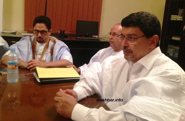 رئيس الحزب الحاكم سيد محمد ولد محم لحظات قبل انطلاقة الاجتماع مساء اليوم (الأخبار)
