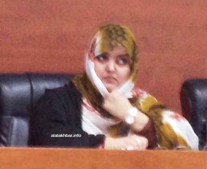 مديرة تلفزيون الموريتانية خيرة بنت الشيخاني خلال حديثها في الاجتماع الذي استضافته اتحادية كرة القدم (الأخبار)