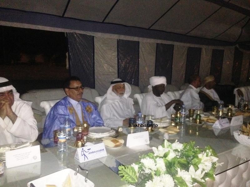 جانب من منصة رؤساء الوفود خلال حفل العشاء الليلة في ساحة قصر المؤتمرات بنواكشوط (الأخبار)