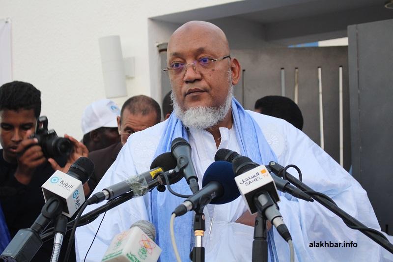 الوزير السابق سيدنا عالي ولد محمد خونه خلال نشاط سابق (الأخبار - أرشيف)