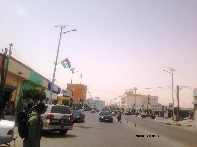علم الصحراء الغربية في أحد الشوارع الرئيسية في نواكشوط (الأخبار)