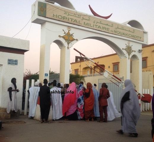 مدخل المستشفى العسكري حيث تلقى ولد غده العلاج قادما من معتقله لدى الشرطة (الأخبار - أرشيف)