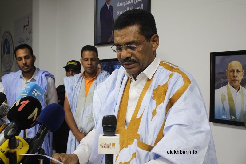 مسؤول الإعلام في اللجنة المؤقتة لتسيير حزب الاتحاد من أجل الجمهورية سيدي أحمد ولد أحمد خلال نقطة صحفية عقب الاجتماع (الأخبار)