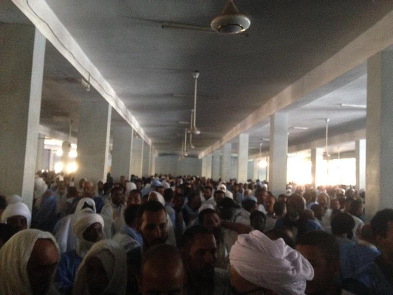 آلاف المصلين تدقفوا على جامع القرن الكريم والشوارع المحيطة به