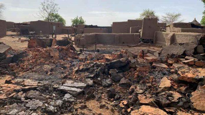 "آثار هجوم سابق تعرضت له قرية ""ساران"" في وقت سابق"