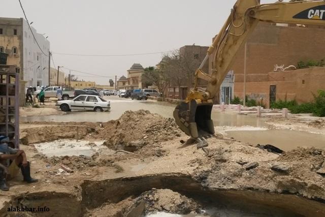 تجري منذ أسابيع بنواكشوط أشغال حفر أنابيب المياه وأنابيب الصرف الصحي ـ (أرشيف الأخبار)