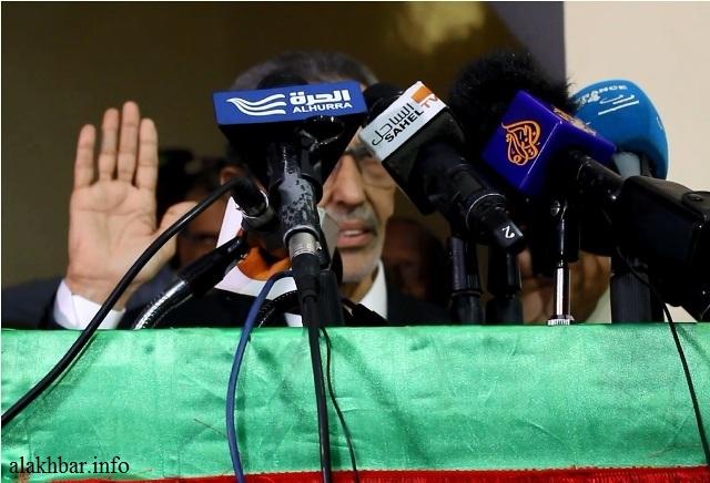 ولد بلال أثناء تأديته اليمين الدستورية عضوا في لجنة الانتخابات يوم 20 يوليو الماضي خلفا لرئيسها المقال ديدي ولد بو انعامه ـ (الأخبار)