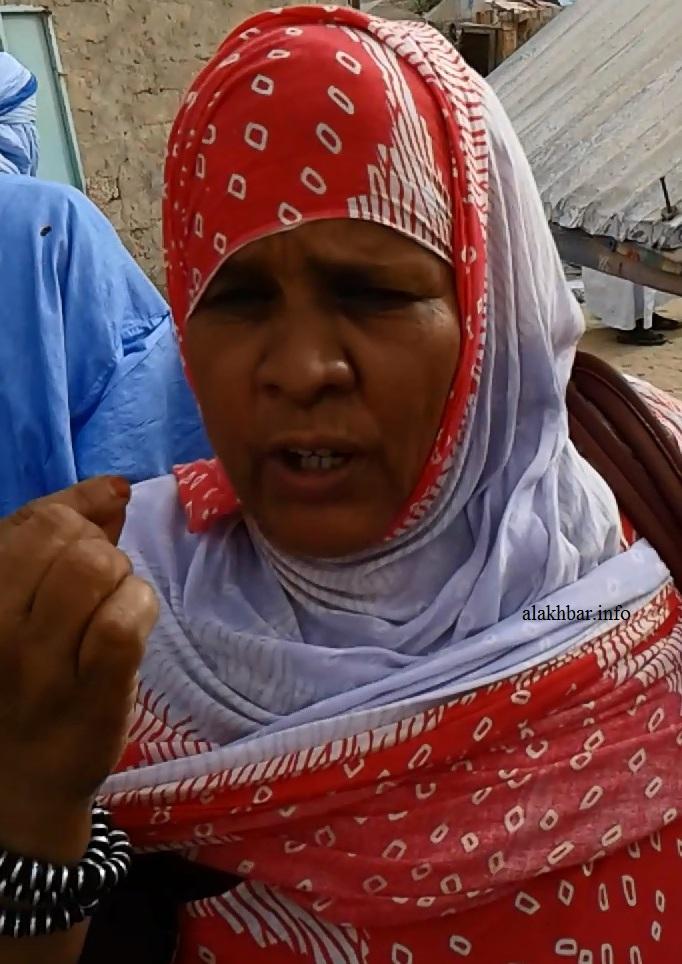 فتاته بنت أحمد ولد حبيب الله مواطنة من سكان الحي وصفت ما حصل بأنه ظلم ـ (الأخبار)