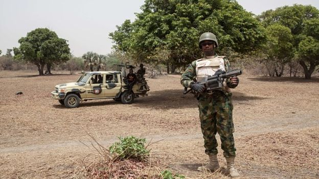 عناصر من قوات الأمن النيجيرية بضواحي ولاية بورنو.
