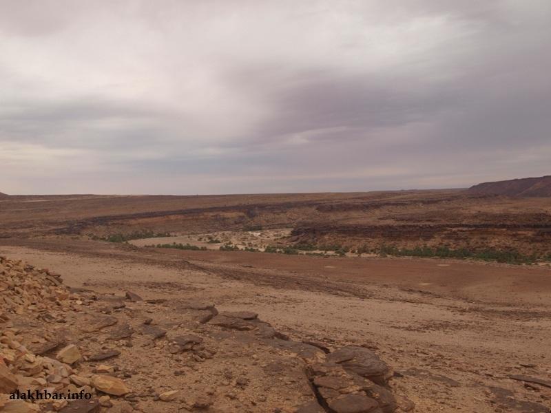يقول خبراء إن ظواهر جيولوجية عديدة بالشمال الموريتاني لا تزال تفتقد الدراسة ـ (ضواحي مدينة عين أهل الطايع، تصوير الأخبار)