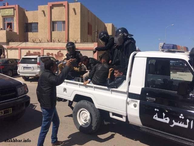 سيارة شرطة خلال توقيف طلاب بجامعة نواكشوط (الأخبار - أرشيف)