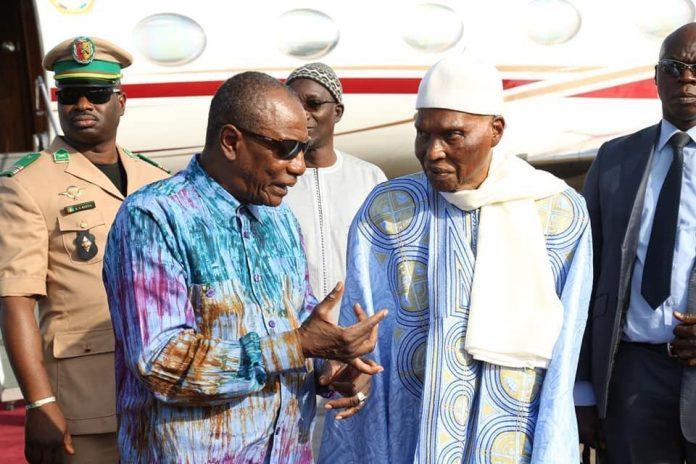 الرئيس السنغالي السابق عبد الله واد والرئيس الغيني ألفا كوندي.