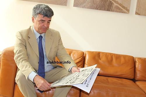 السفير رئيس بعثة الاتحاد الأوربي في موريتانيا جياكومو دورازو بعيد مقابلته مع الأخبار