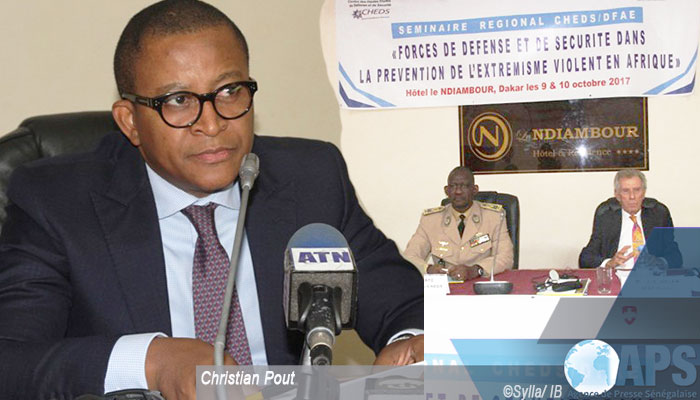اكريستيان ابوت: رئيس المركز الإفريقي للدراسات الدولية الدبلوماسية والاقتصادية والاستراتيجية وبعض المشاركين في الملتقى.