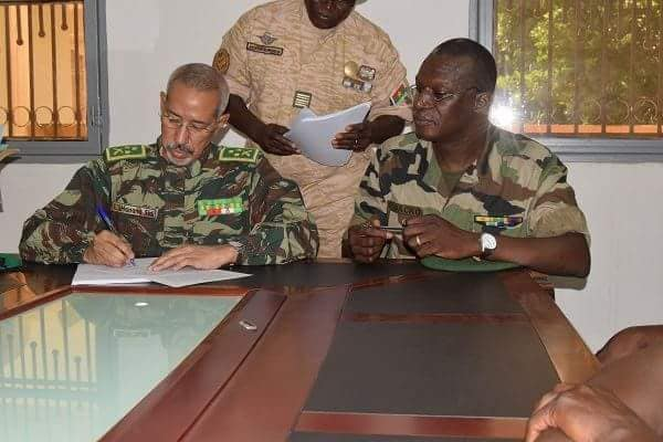 الجنرال حننا ولد سيدي لدى تسلمه قيادة القوة المشتركة لدول الساحل الخمس.