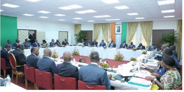 اجتماع سابق لمجلس الوزراء بساحل العاج.