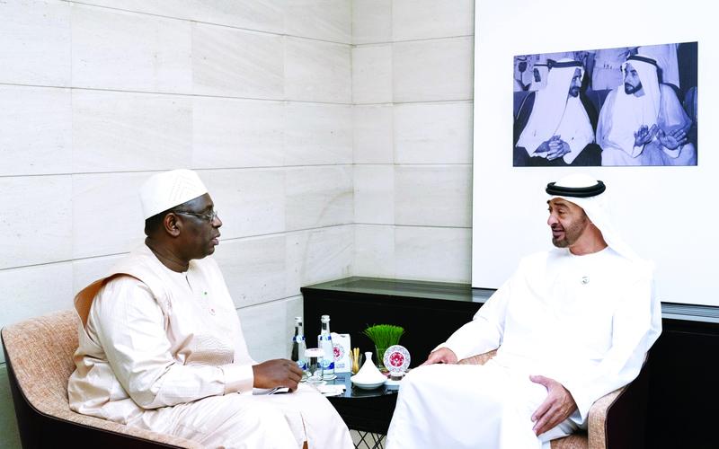 ولي عهد أالإمارات محمد بن زايد والرئيس السنغالي ماكي صال.