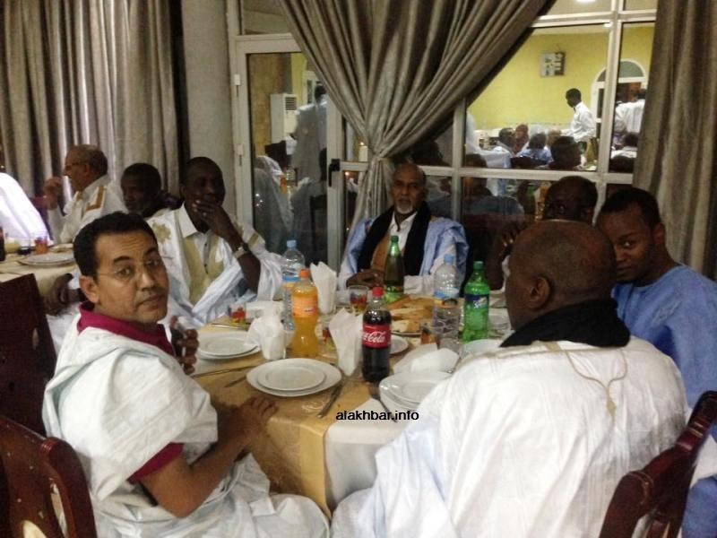 بعض أعضاء كتلة الحزب الحاكم خلال حفل العشاء الليلة (الأخبار)