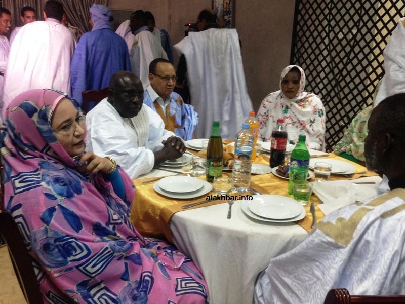 بعض قادة الحزب الحاكم خلال حفل العشاء الليلة (الأخبار)
