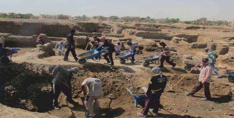منقبون عن الذهب بمنطقة منطقة اگليب اندور شمال موريتانيا