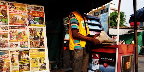 كشك لبيع الصحف بساحل العاج.