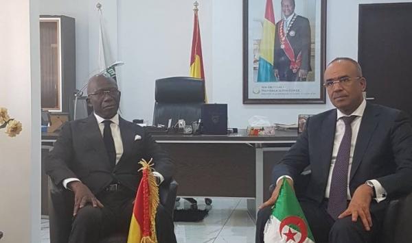 الوزيران، الجزائري نور الدين بدوي، وعبدول كابالي كامارا.