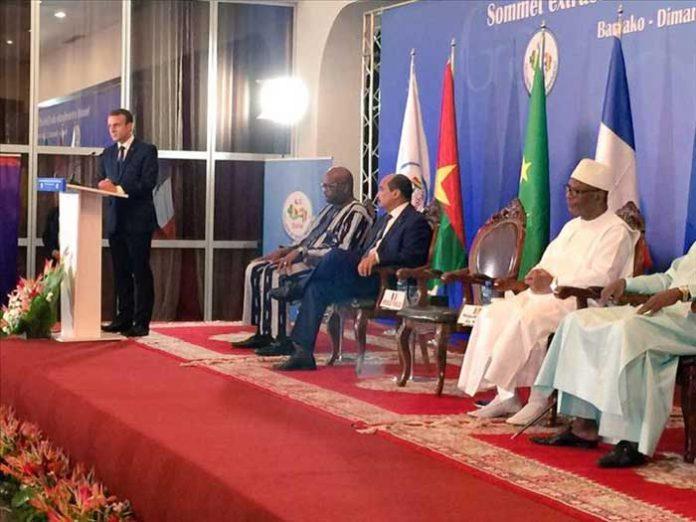 الرئيس الفرنسي إيمانويل ماكرون أمام قادة مجموعة دول الساحل خلال القمة المنعفدة بباماكو.
