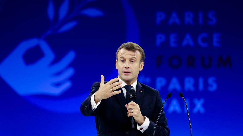 الرئيس الفرنسي إيمانويل ماكرون خلال افتتاح منتدى باريس حول السلام