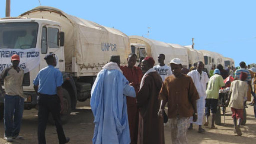 102 من اللاجئين الموريتانيين في طريق العودة عام 2008/ إذاعة فرنسا الدولية.