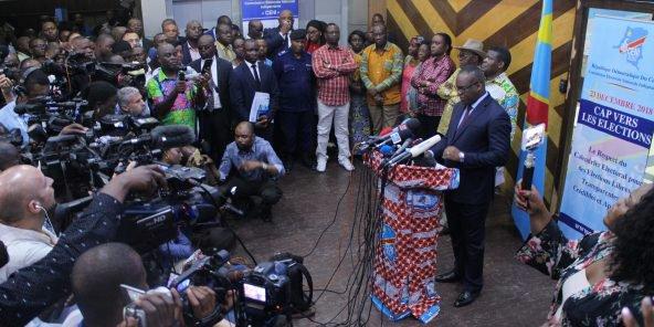 كورنيلي نانغا: رئيس لجنة الانتخابات بالكونغو الديمقراطية خلال مؤتمر صحفي سابق.