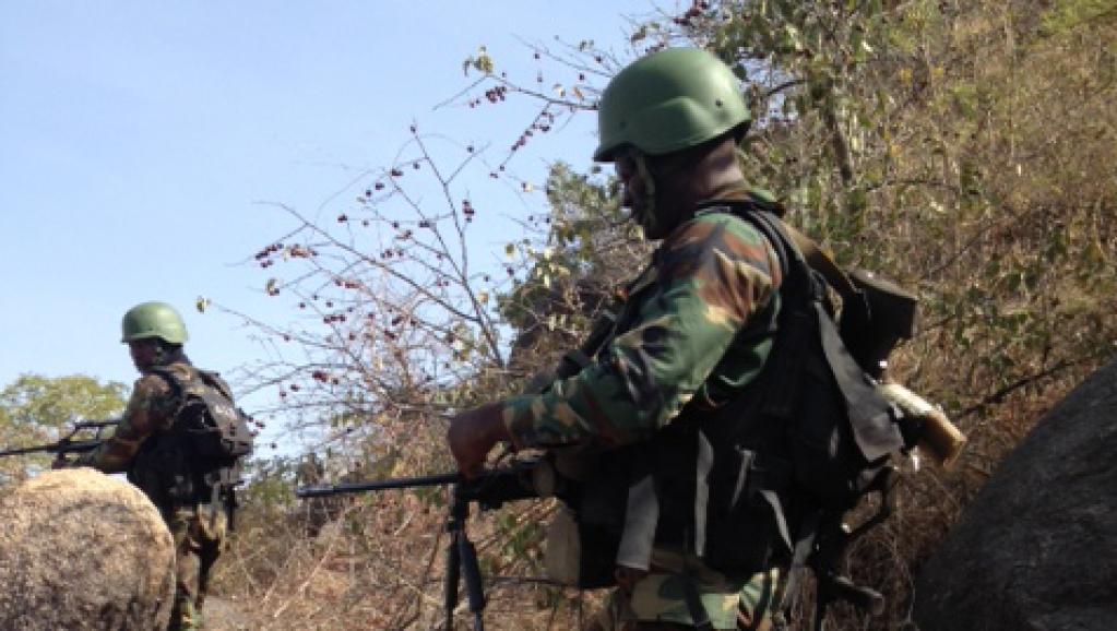 جنود كاميرونيون على الحدود مع نيجيريا.