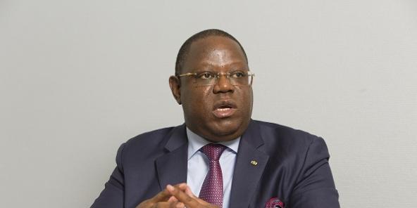 إيمانويل إيسوز انغوندت: الوزير الأول بحكومة علي بوغنو أونديمبا.