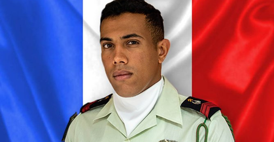 عبد اللطيف رفيق الجندي الفرنسي المتوفى بمالي.