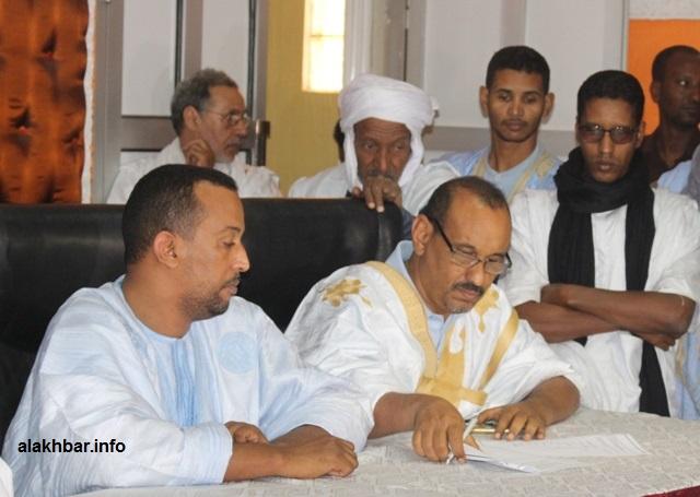 رئيس حزب الصواب خلال توقيعه اليوم الخميس وثيقة المعارضة بشأن المرشح الموحد (الأخبار)