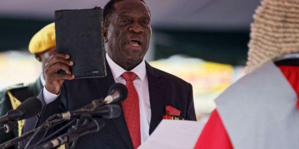 إميرسون منانغاغوا الرئيس الجديد لزيمبابوي خلال أدائه اليمين رئيسا للبلاد.