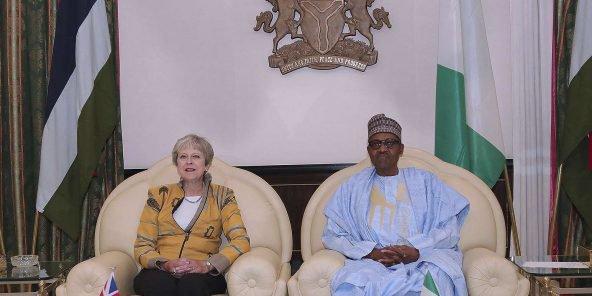 الرئيس النيجيري محمدو بخاري ورئيسة الوزراء البريطانية تيريزا ماي.