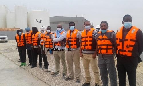 فريق القباطنة الذي كان حاضرا ونفذ بعض العمليات البحرية أمام وزير الصيد/ الأخبار