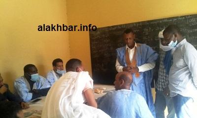 قضى المضربون ساعات في مباني مقر المنسقية الجهوية للكونفدرالية العامة لعمال موريتانيا/ الأخبار