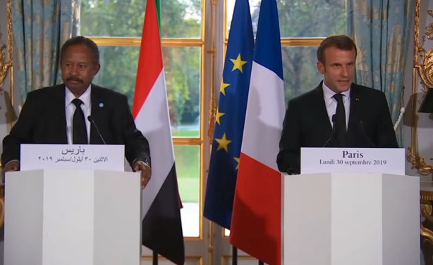 الرئيس الفرنسي إيمانويل ورئيس الوزراء السوداني عبد الله حمدوك