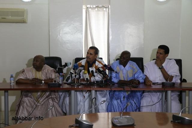 أعضاء في لجنة التحقيق البرلمانية خلال مؤتمر صحفي سابق (الأخبار - أرشيف)