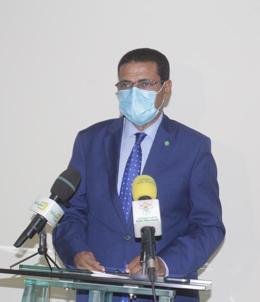 وزير الصحة الموريتاني محمد نذير ولد حامد خلال مؤتمره الصحفي مساء الأربعاء (وما)