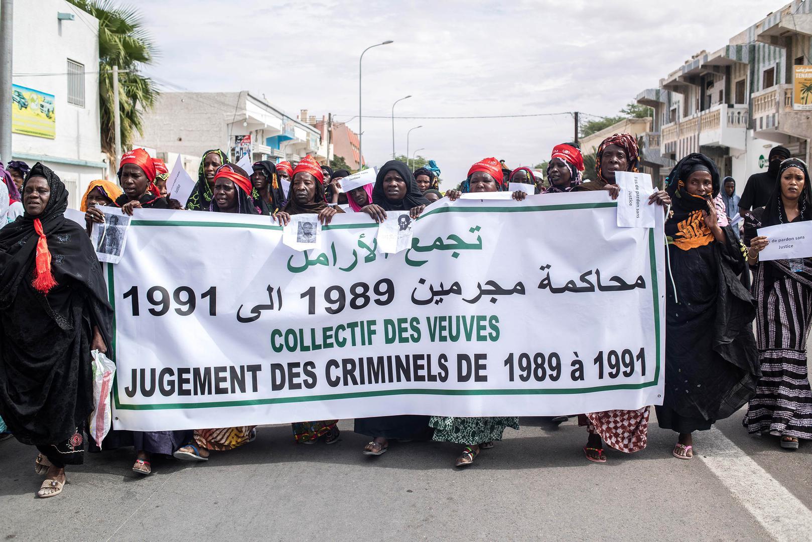 تظاهرة سابقة لأرامل وأيتام ضحايا هذه الأحداث