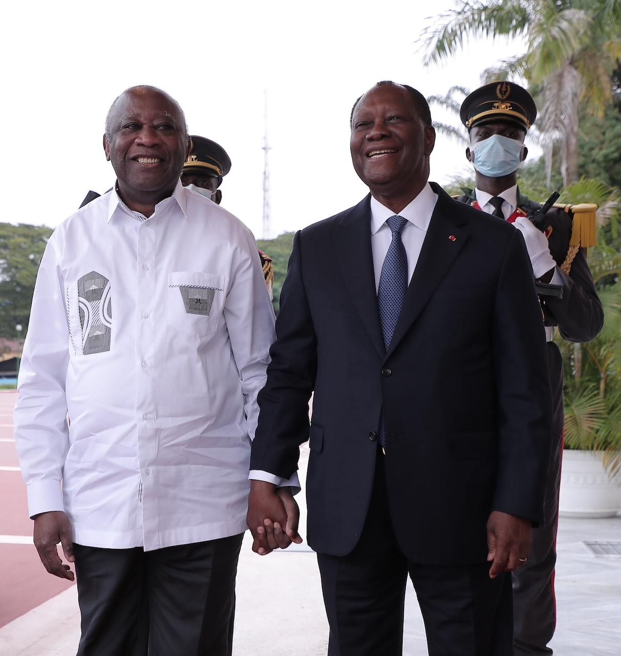 الرئيس الإيفواري الحسن واتارا والرئيس الأسبق لوران غباغبو