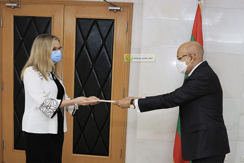 الرئيس محمد ولد الغزواني يتسلم أوراق اعتماد السفيرة الأمريكية كينياتا اكريشت (وما)