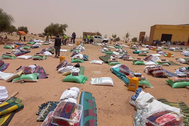 جانب من المساعدات التي تم توزيعها على المتضررين من الأمطار (وما)