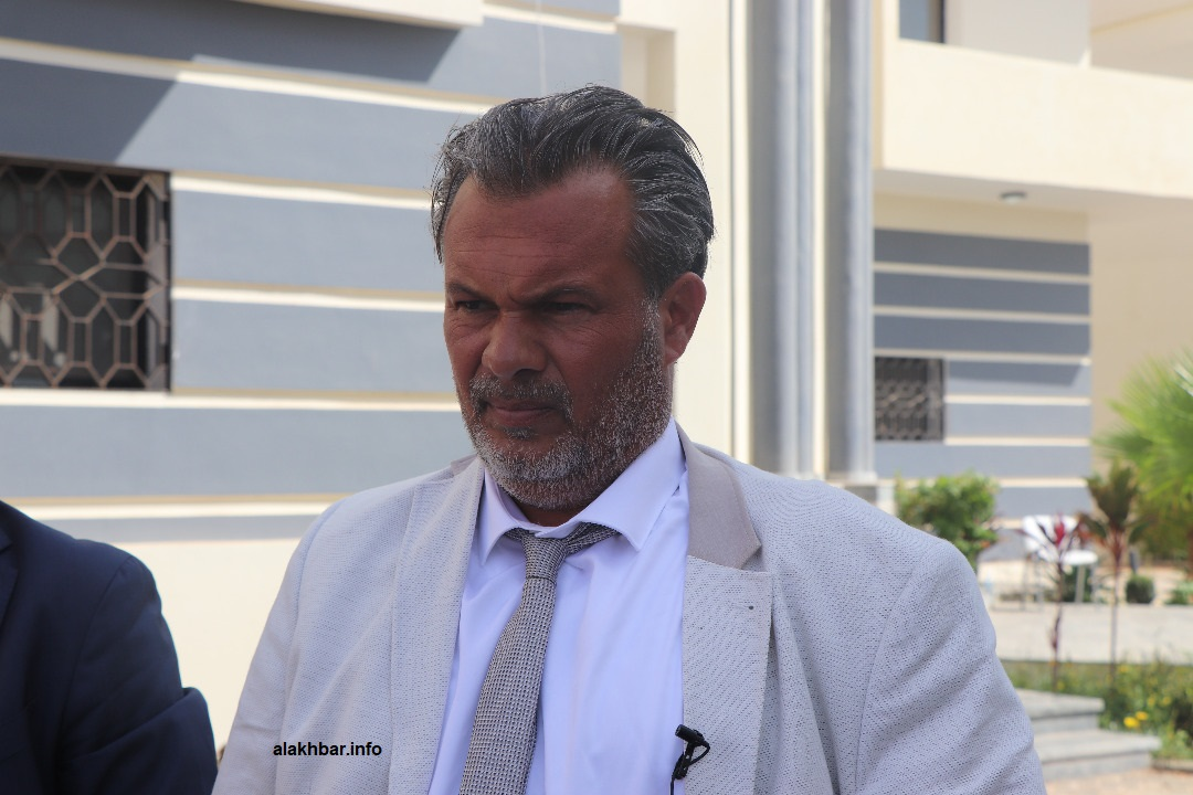 المحامي الفرنسي دفيد راجو خلال نقطة صحفية اليوم من منزل الرئيس السابق في نواكشوط
