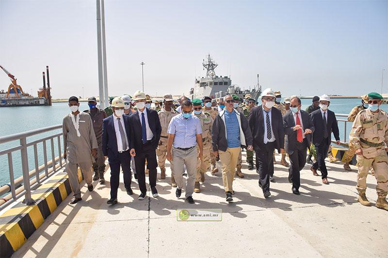 الوفد الوزاري يتفقد منشئات الميناء جنوبي البلاد (وما)