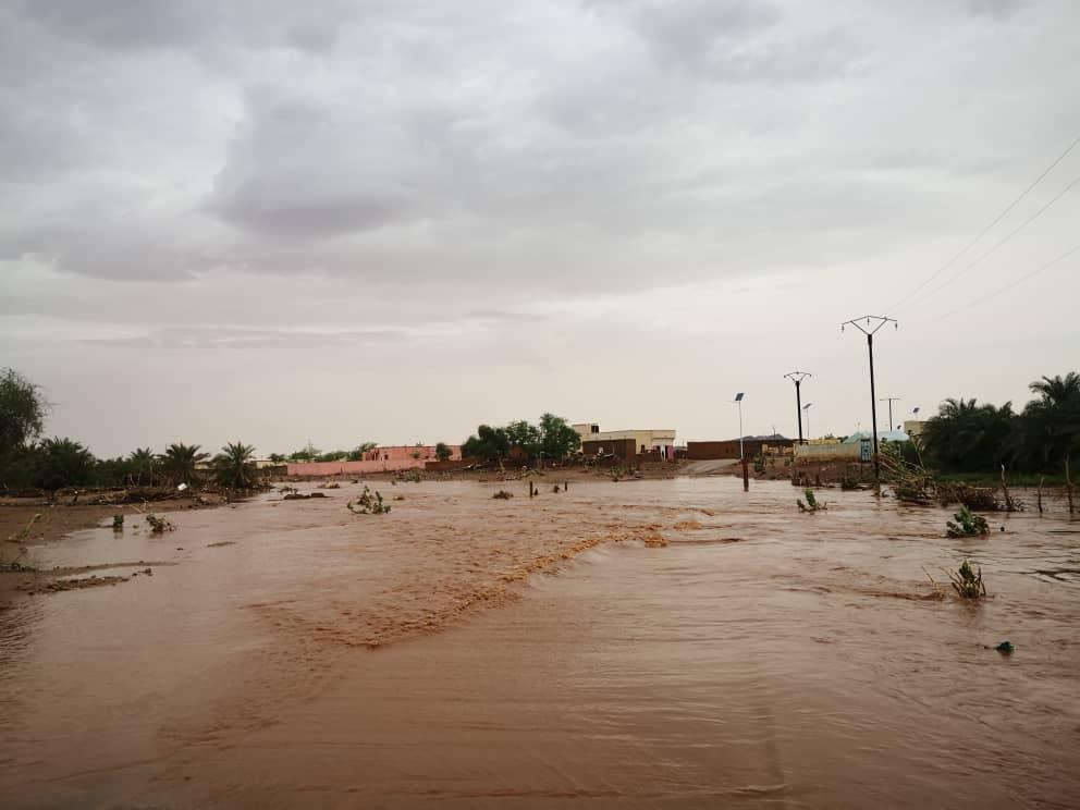 مياه السيول داخل مدينة أكجوجت عاصمة ولاية إنشيري